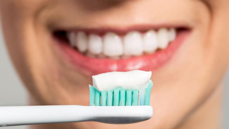 درمان خانگی دندان درد - مسواک بزنید