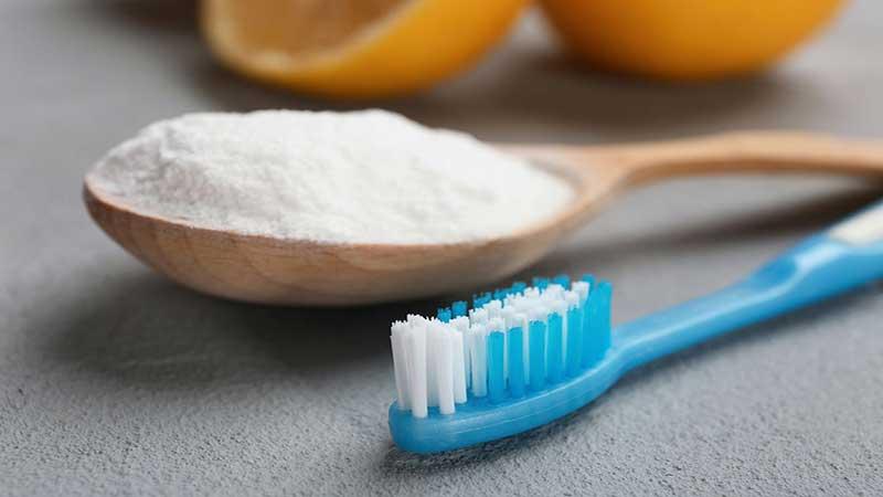 با جوش شیرین مسواک بزنید - سفید کردن دندان