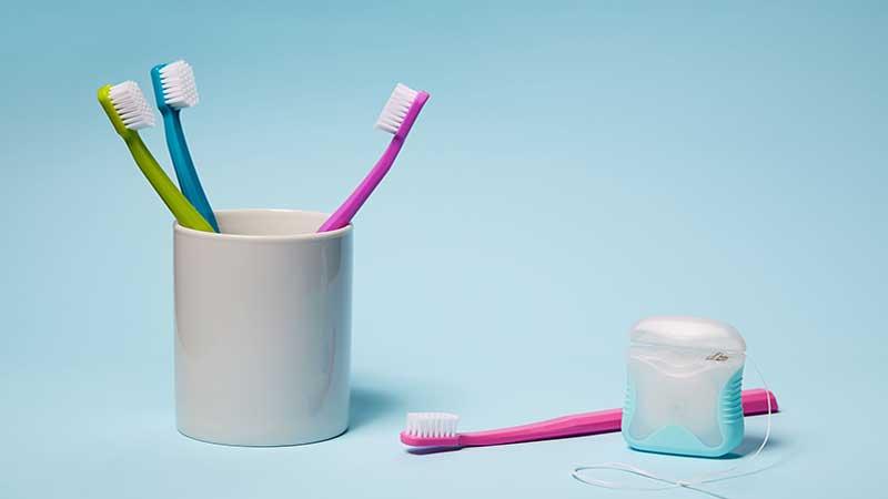مسواک زدن و نخ دندان کشیدن را دست کم نگیرید - سفید کردن دندان