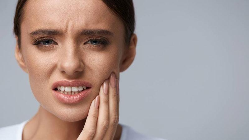راهحل جلوگیری از حساسیت دندانی بعد از استفاده از لاک سفید کننده